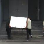El hombre que perdió el control cuando estaba transportando una nevera