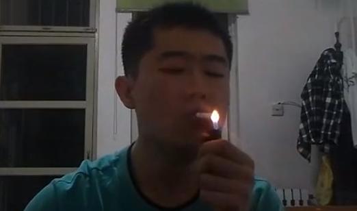 El fumador acróbata