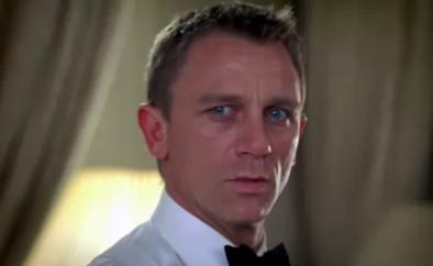 James Bond se enfrenta al Ola K Ase