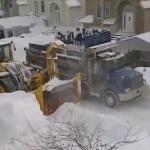Así es como se limpian las calles después de una buena nevada en Canadá