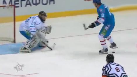 Jori Lehtera anota un penalti que quedará en la historia del hockey sobre hielo