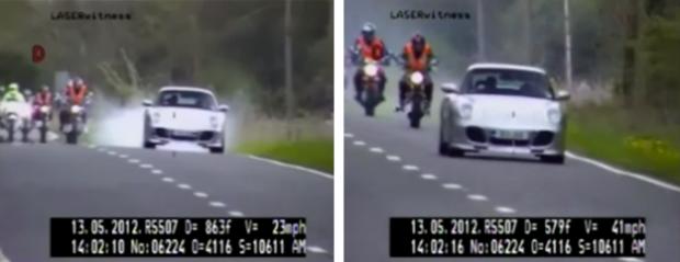 Momento en el que el conductor de un Porsche adelanta a 181 km/h a unos motoristas y frena al ver a la policía