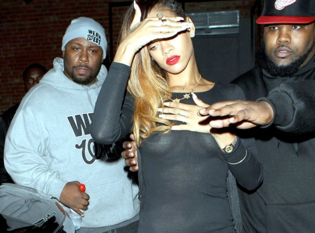 Rihanna, de fiesta en transparencias