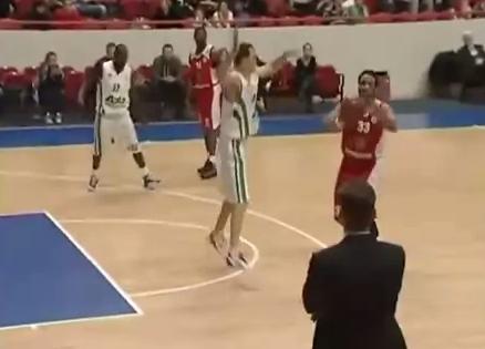 Rusia jugada baloncesto