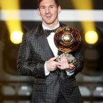 Messi sorprende en la gala del Balón de Oro con un smoking de lunares
