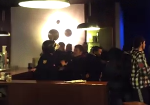 #23F: Policía antidisturbios entra en un bar de Atocha y agrede a un joven
