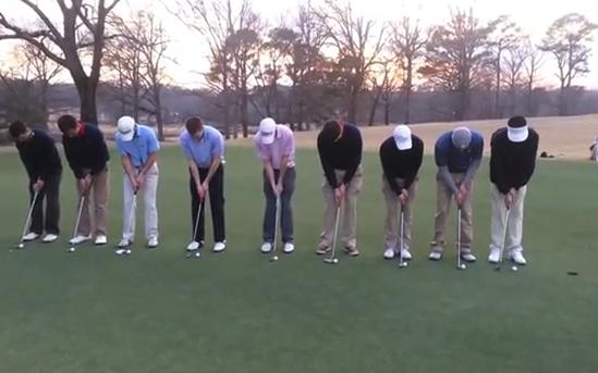 9 jugadores de golf se alinean y meten una pelota cada uno en el mismo hoyo
