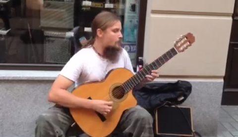 Mariusz Goli, impresionante forma de tocar la guitarra
