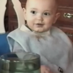 El bebé que se ríe como un delfín