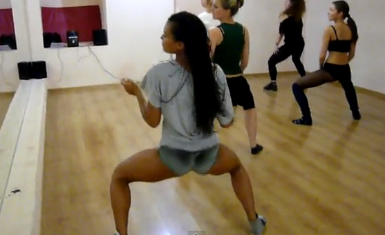 Clases de booty dance con la profesora Araselis