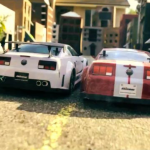 Carrera de coches teledirigidos en una ciudad de cartón