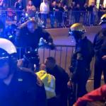 Se lía a puñetazos con varios policías