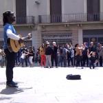 El gran Clarence Bekker Milton tocando en el centro de Barcelona