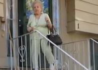 La abuela que no puede parar de bailar