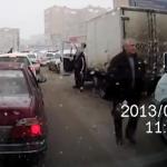 Intercambio de retrovisores entre dos camioneros rusos