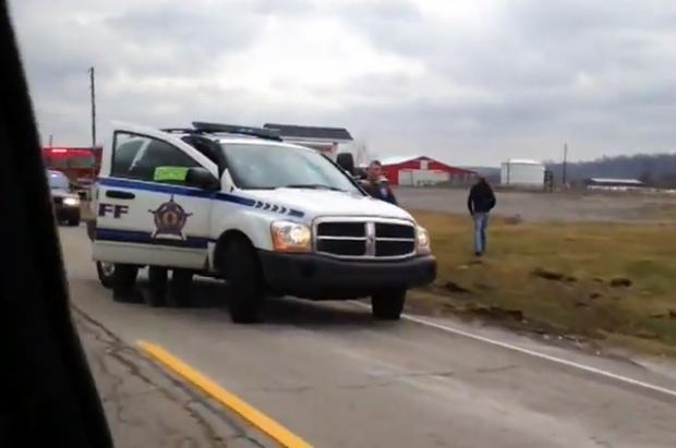 Un policía le grita a un hombre que apague la cámara y este le contesta con un ''Fuck you''