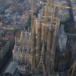 La Sagrada Familia grabada con un mini-helicóptero y la técnica time-lapse