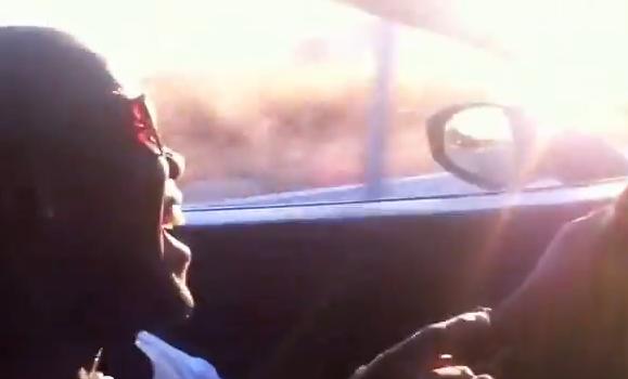 Vídeo de Royston Drenthe conduciendo un Ferrari 458 Italia, sin cinturón y bebiendo una cerveza