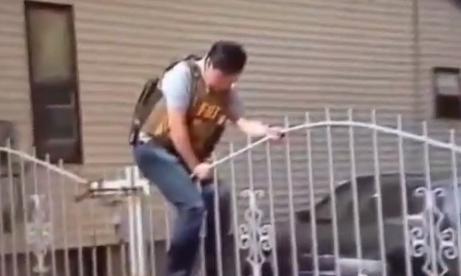 Cómo saltar una valla al estilo FBI