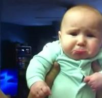 Parece que al bebé no le gustan mucho los besos