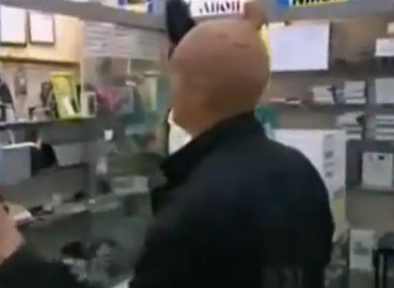 No entres en una tienda con una media puesta en la cabeza...
