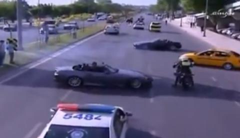 Drifteando delante de la policía