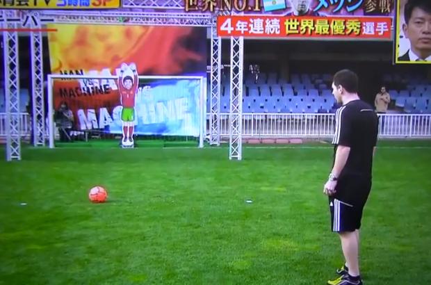 Leo Messi se enfrenta a un portero robot japonés