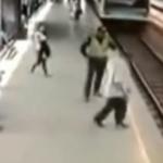 Un policía logra agarrar a un hombre que prentendía tirarse a la vía cuando iba a pasar el tren