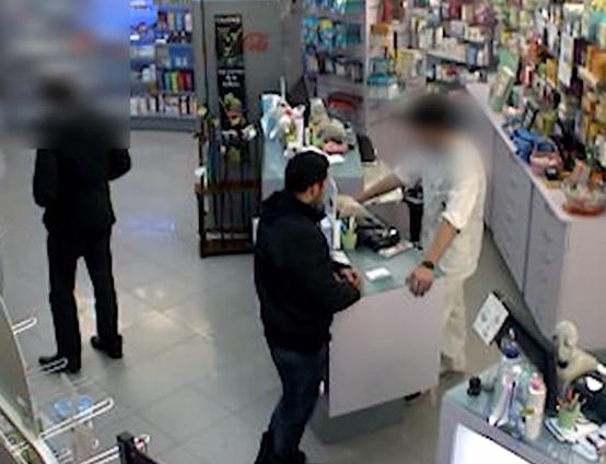 Un policía nacional fuera de servicio logra evitar el atraco a una farmacia en Madrid