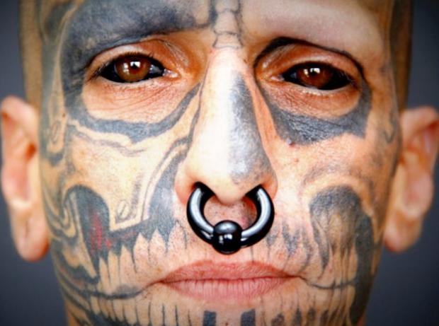El brasileño que se tatuó los ojos