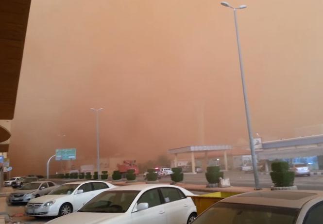 Tormenta de arena en Al Qassim, Arabia Saudí