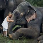 La fotógrafa Robin Schwartz muestra la conexión de su hija con animales de todo tipo
