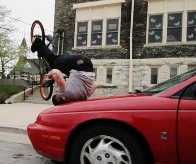 Originales trucos con la bicicleta by Tim Knoll