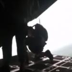 El paracaídas de reserva se le abre accidentalmente