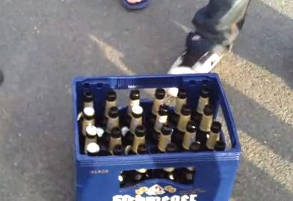 Cómo abrir 24 botellas de cerveza en 1 segundo