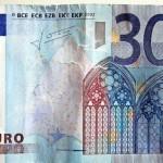 Paga con un billete de 30 euros y le devuelven el cambio