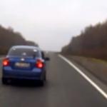 Un coche atropella a un oso que se cruzó por delante en una carretera de Rusia