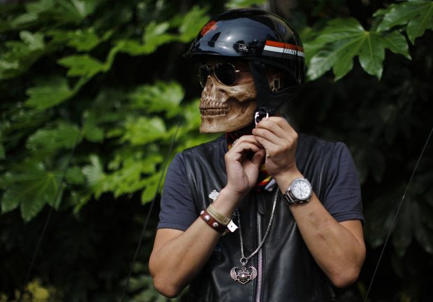 Máscara realista en forma de esqueleto para ir con tu Harley-Davidson