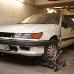 Una mujer adeuda casi 70.000 euros tras dejar su coche en un parking durante 10 años