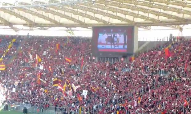 PSY es abucheado por los aficionados en la final de la Copa de Italia