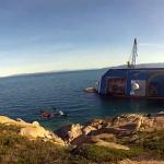 Restos del Costa Concordia grabados con dos cuadricópteros (está prohibido tomar imágenes del lugar)
