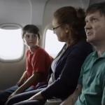 Perdone azafata, a nuestro hijo le gustaría ver la cabina del avión
