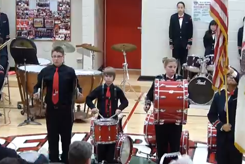 Un percusionista 13 años se hace famoso en EEUU tras meter la pata con sus platillos
