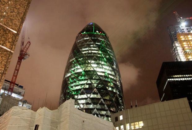 Convierten el edificio Gherkin de Londres en una polla gigantesca