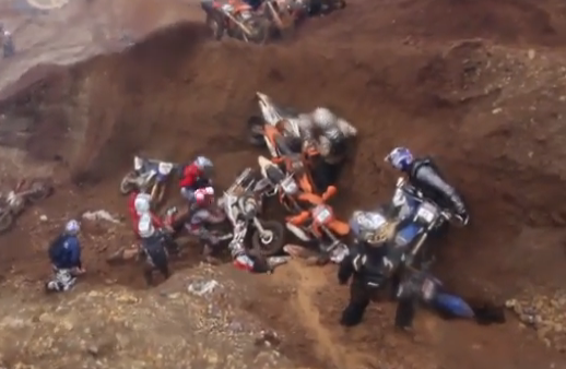 30 corredores chocan en la carrera de motos Hare Scramble 2013