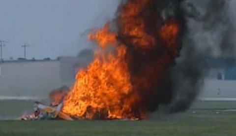 El avión se estrelló mientras que la acróbata Jane Wicker caminaba por las alas en pleno vuelo
