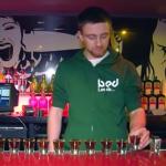 Gana al casino y para celebrarlo se bebe 40 Jager Bombs