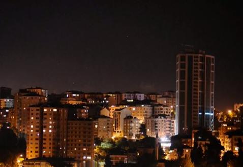Los ciudadanos de Estambul apoyan a los manifestantes desde sus casas