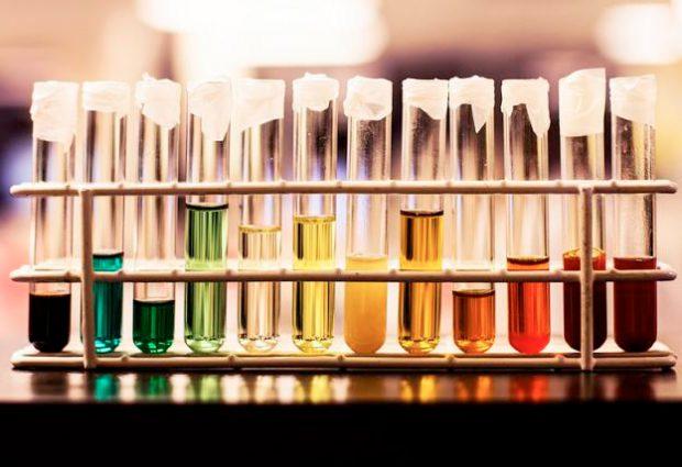 Un arcoíris en el test de orina: Qué significa cada color