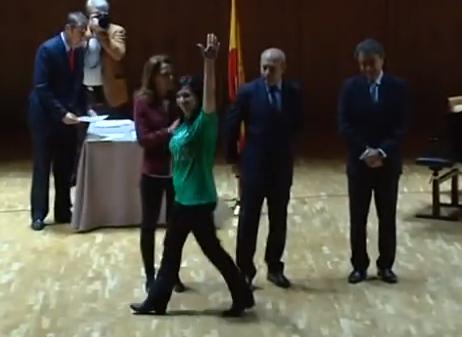 Vídeo: Estudiantes premiados por su Proyecto Fin de Carrera niegan el saludo al ministro Wert